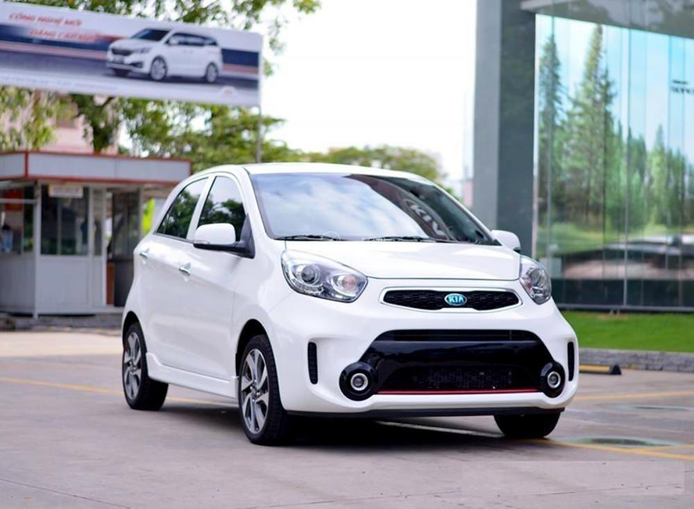 Điểm danh những mẫu ô tô giảm giá ồ ạt trong tháng 7 âm lịch 01