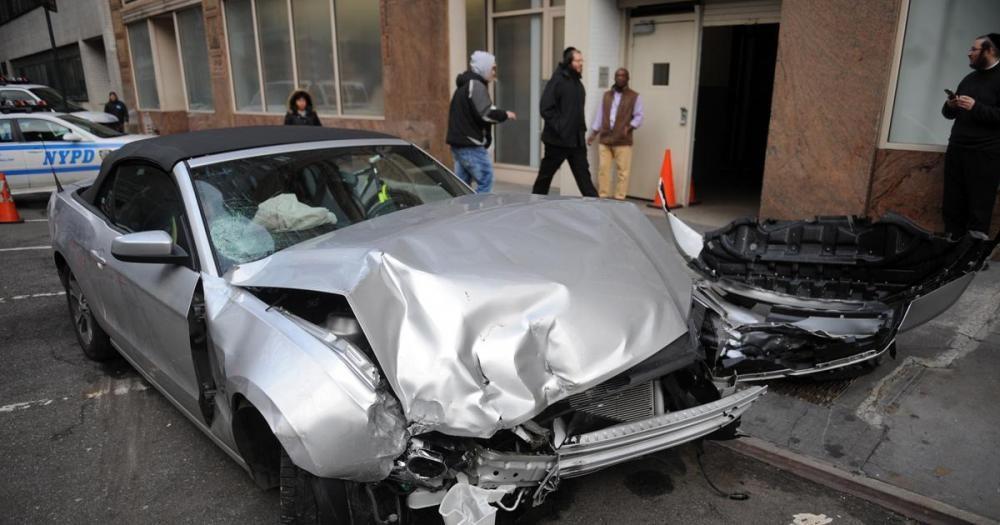 Ford Mustang tai nạn.