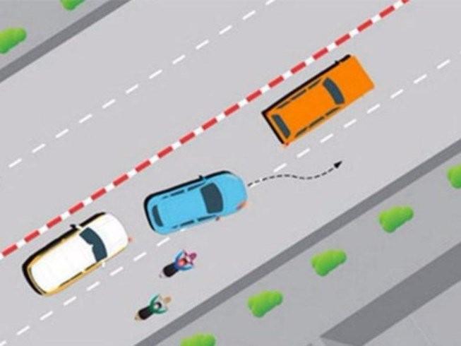 Ô tô chuyển làn đúng luật giao thông