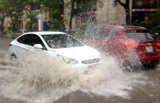 8 bước cần kiểm tra khi xe hơi ngập nước