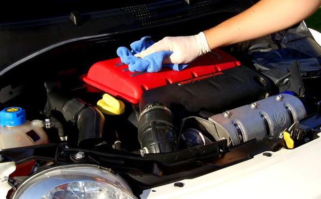 Kiểm tra động cơ khi xe hơi ngập nước