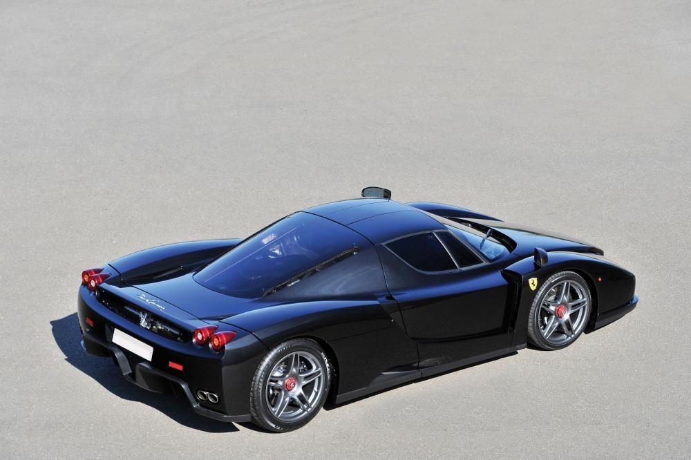 đuôi xe Ferrari Enzo 3