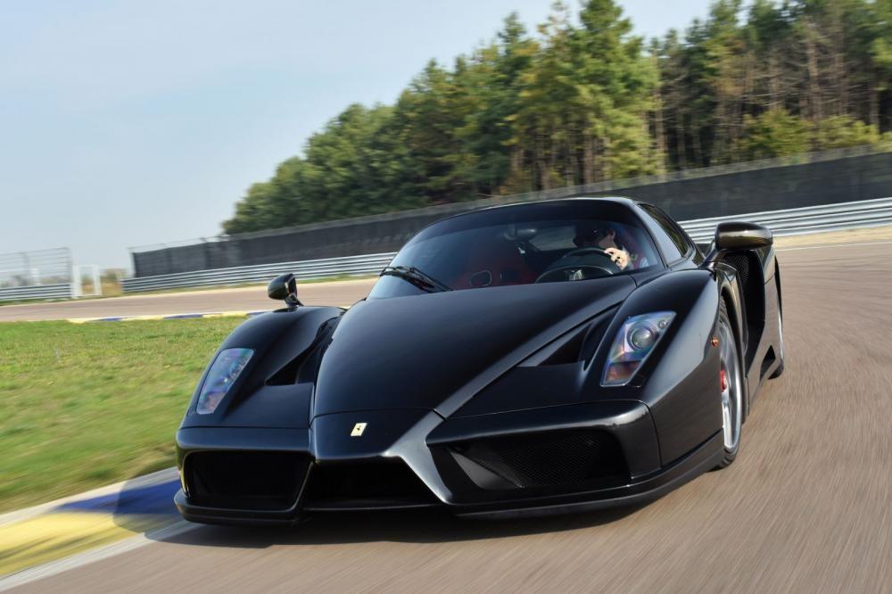 Ferrari Enzo đang lăn bánh 9