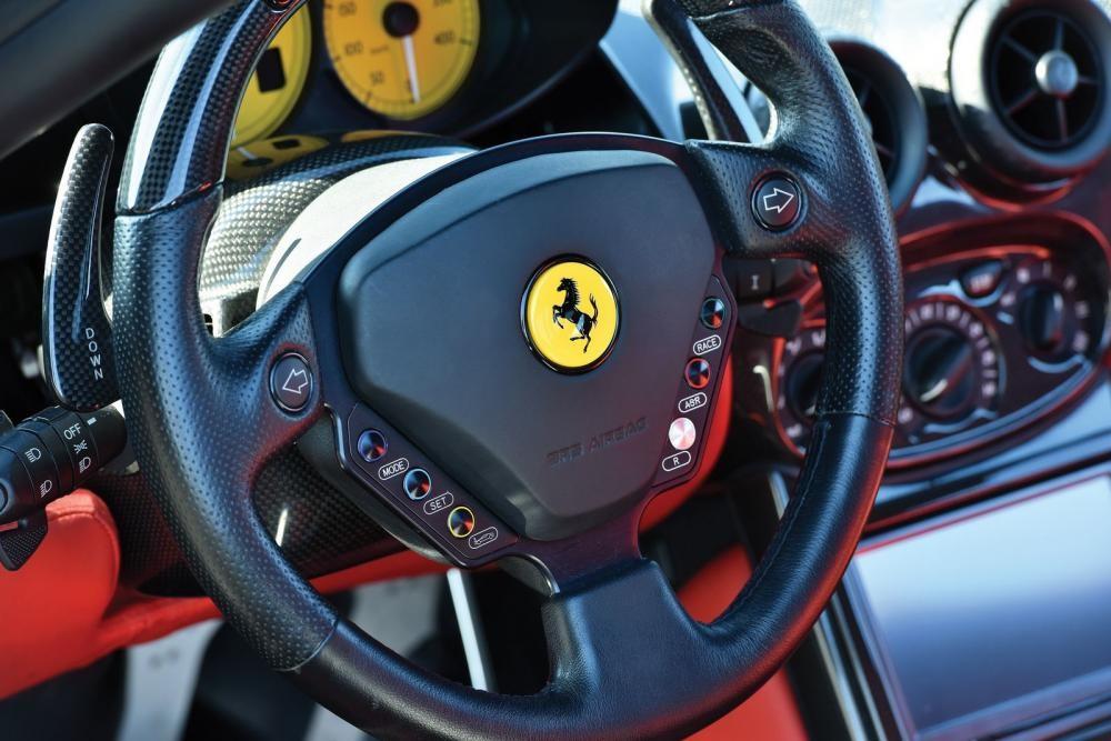 vô lăng Ferrari Enzo 11