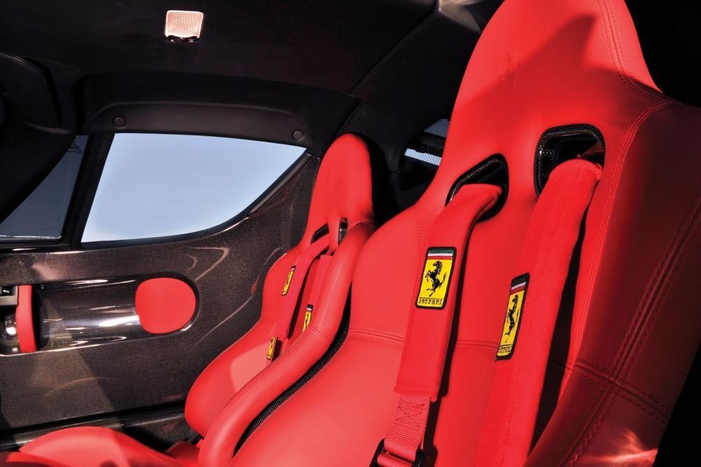 ghế xe Ferrari Enzo 12