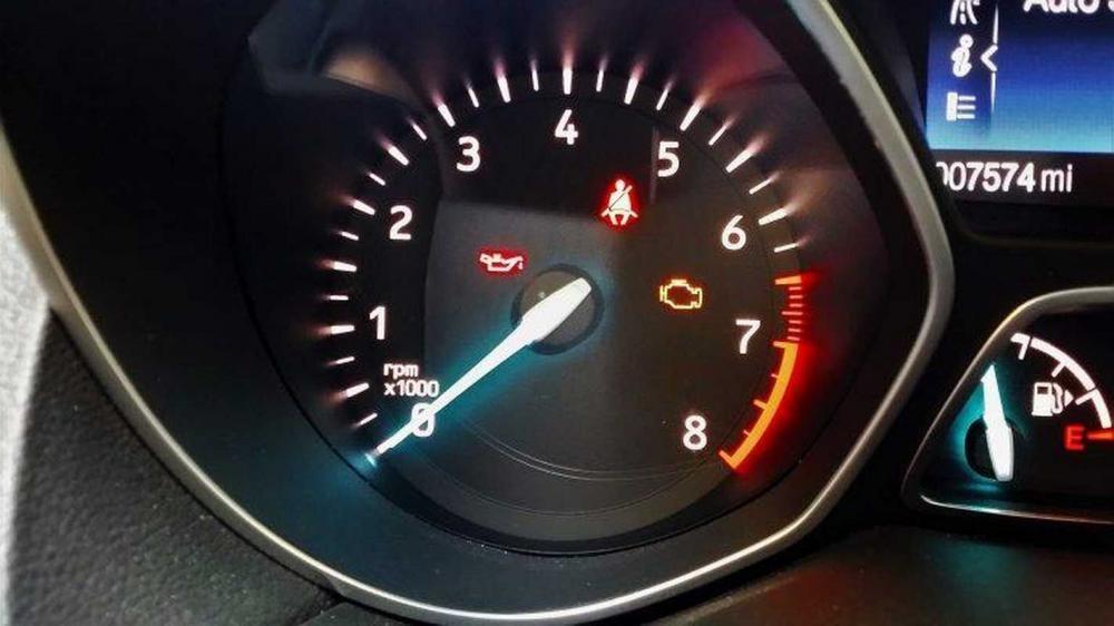 Đèn check-engine sáng liên tục 2