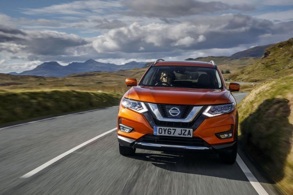 Nissan X-Trail 2018 trên đường chạy 4