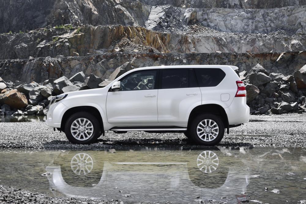 thân xe Toyota Land Cruiser Prado 2018 2