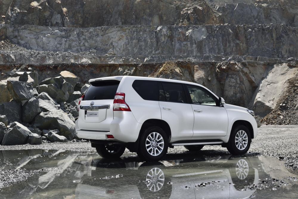 đuôi xe Toyota Land Cruiser Prado 2018 3