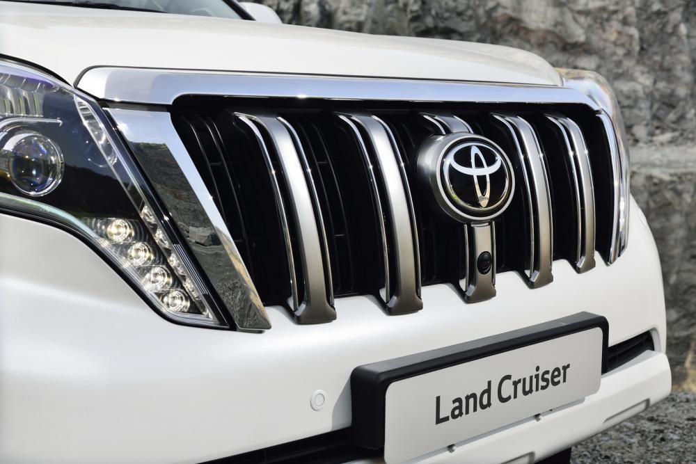 lưới tản nhiệt Toyota Land Cruiser Prado 2018 10