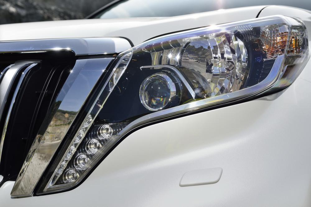 đèn xe Toyota Land Cruiser Prado 2018 11