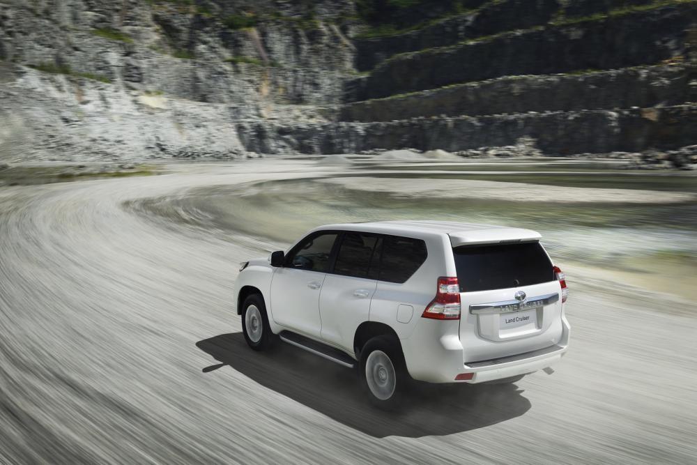 Toyota Land Cruiser Prado 2018 trên đường chạy 7