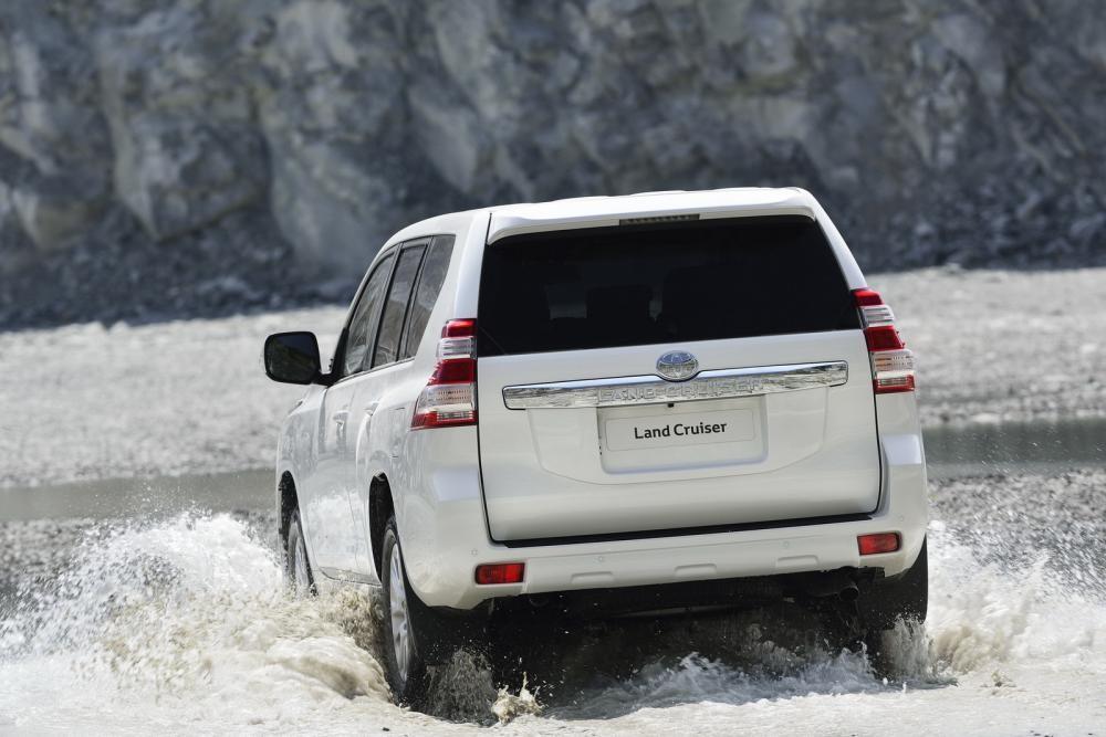 Toyota Land Cruiser Prado 2018 lội nước 9