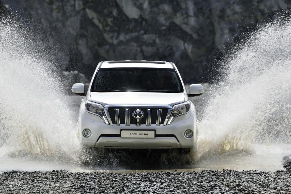 Toyota Land Cruiser Prado 2018 lội nước 8