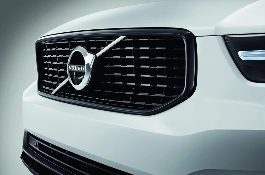 lưới tản nhiệt Volvo XC40 7