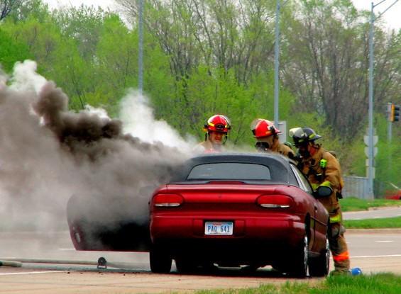 Cháy ô tô do động cơ xe quá nóng