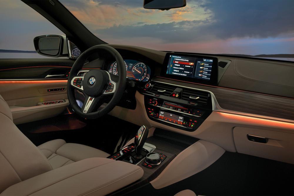 nội thất BMW 6-Series GT khi trời tối 15