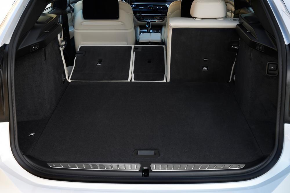 cốp xe BMW 6-Series GT 10