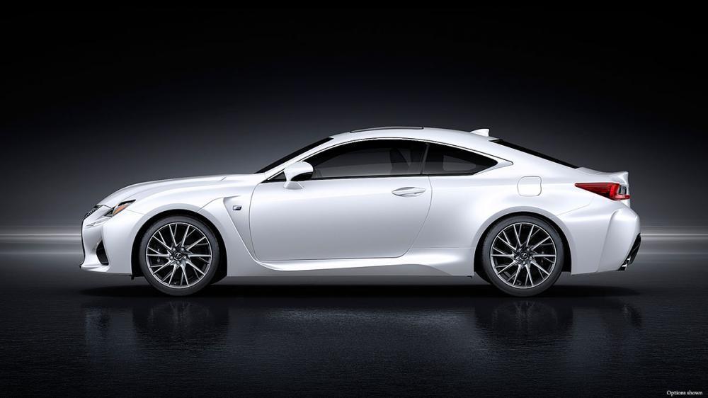 thân xe Lexus RC F màu trắng 6