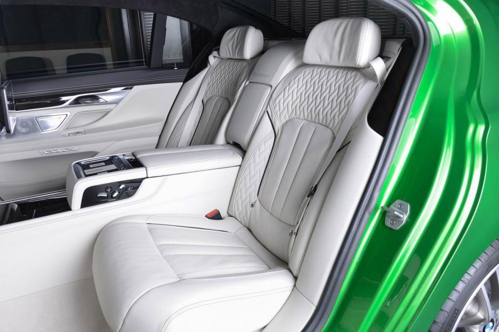 ghế sau BMW M760Li Rallye Green 14