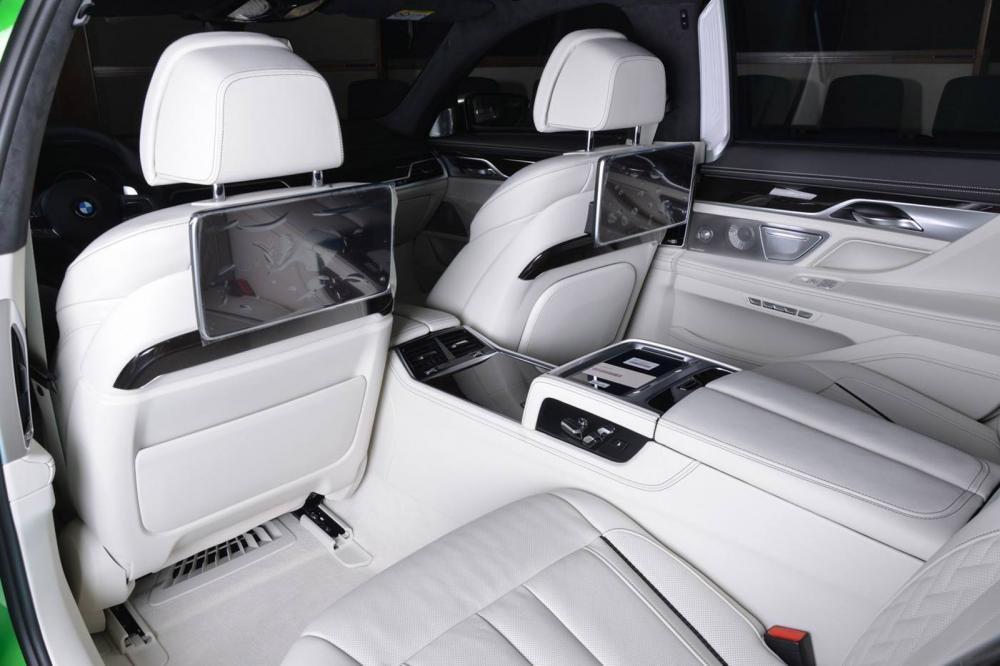 màn hình BMW M760Li Rallye Green 15