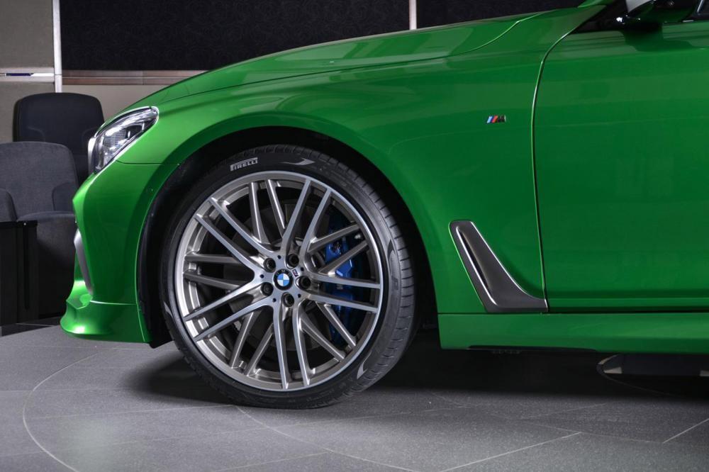 vành xe BMW M760Li Rallye Green 10