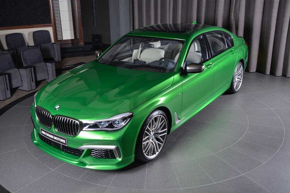 đầu xe BMW M760Li Rallye Green 2