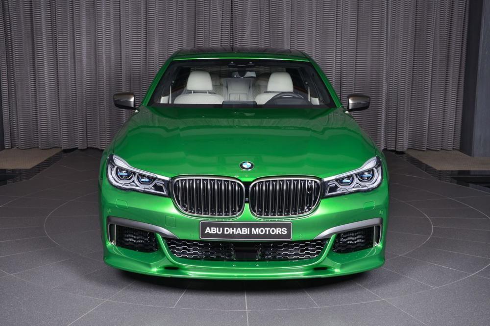 đầu xe BMW M760Li Rallye Green 3