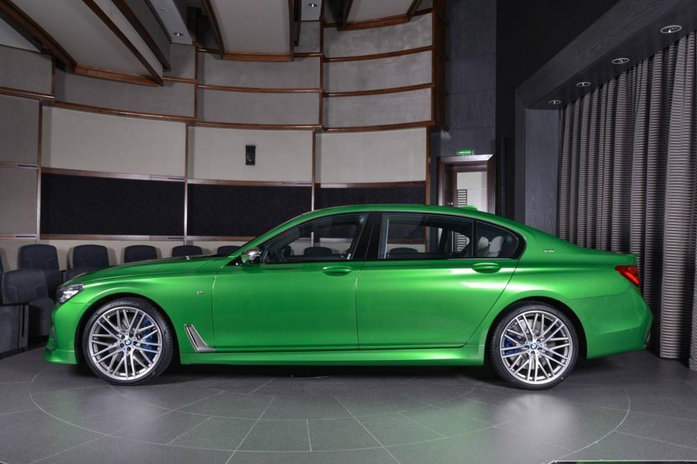 thân xe BMW M760Li Rallye Green 5