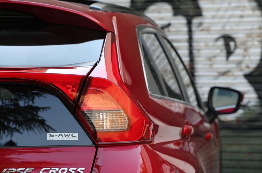 đèn xe Mitsubishi Eclipse Cross 8