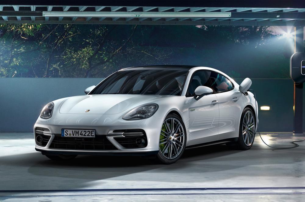 đầu xe Porsche Panamera Turbo Sport Turismo 2018 1
