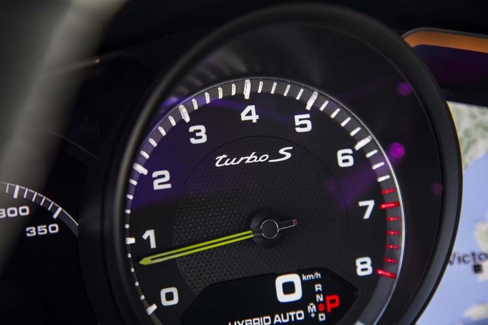 đồng hồ Porsche Panamera Turbo Sport Turismo 2018 14