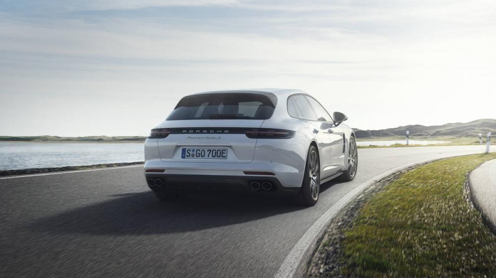 Porsche Panamera Turbo Sport Turismo 2018 trên đường chạy 7