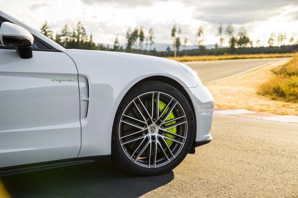 bánh xe Porsche Panamera Turbo Sport Turismo 2018 10