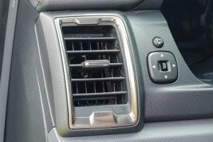 Thanh gạt trên cửa gió của Ford Ranger 2016