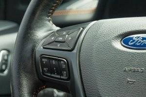 Vị trí lắp đặt phím điều hướng trên Ford Ranger 2016