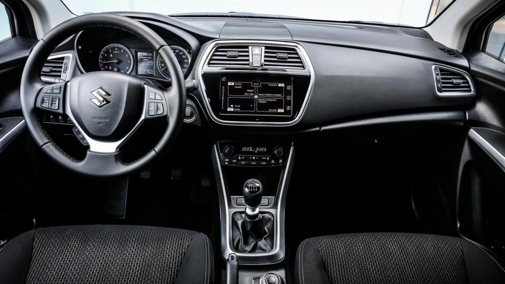 nội thất Suzuki S-Cross 2017 10