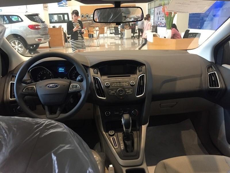 Nội thất xe Ford Focus Trend có khá ít trang bị.