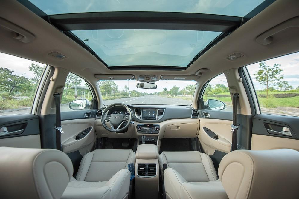 Nội thất xe Hyundai Tucson 2017 tiện nghi hơn nhiều đối thủ.