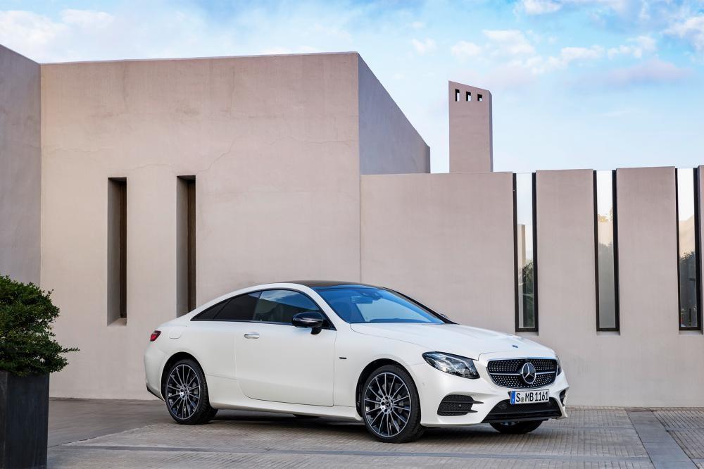 Mercedes E300 Coupe 2018 màu trắng 8