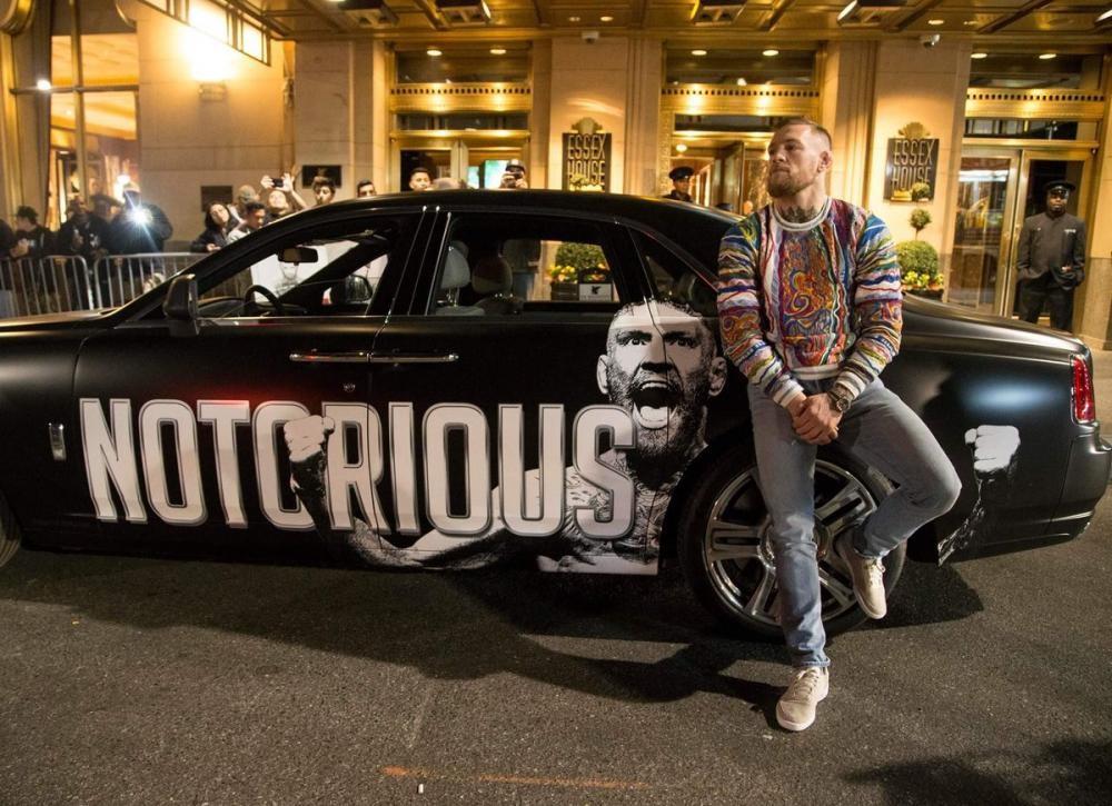 McGregor chụp ảnh cùng xế cưng trên đường phố New York 12