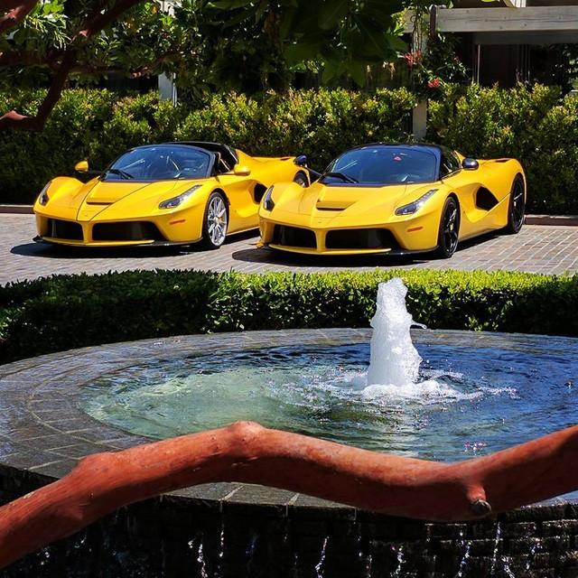 Cặp đôi Ferrari LaFerrari Coupe và Aperta 2