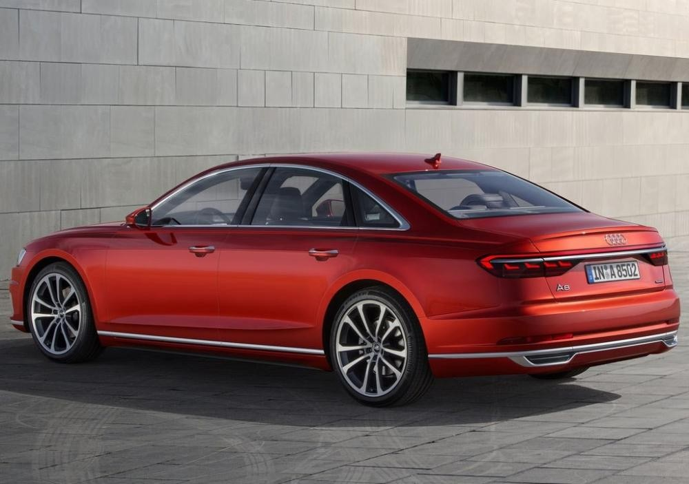 đuôi xe Audi A8 2018 màu đỏ 5