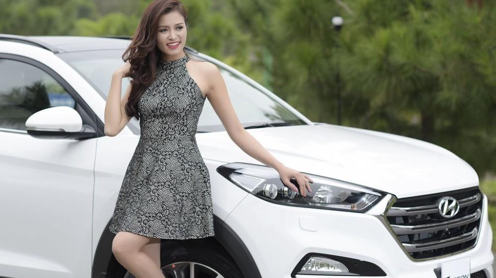 Người đẹp khoe dáng bên Hyundai Tucson 6