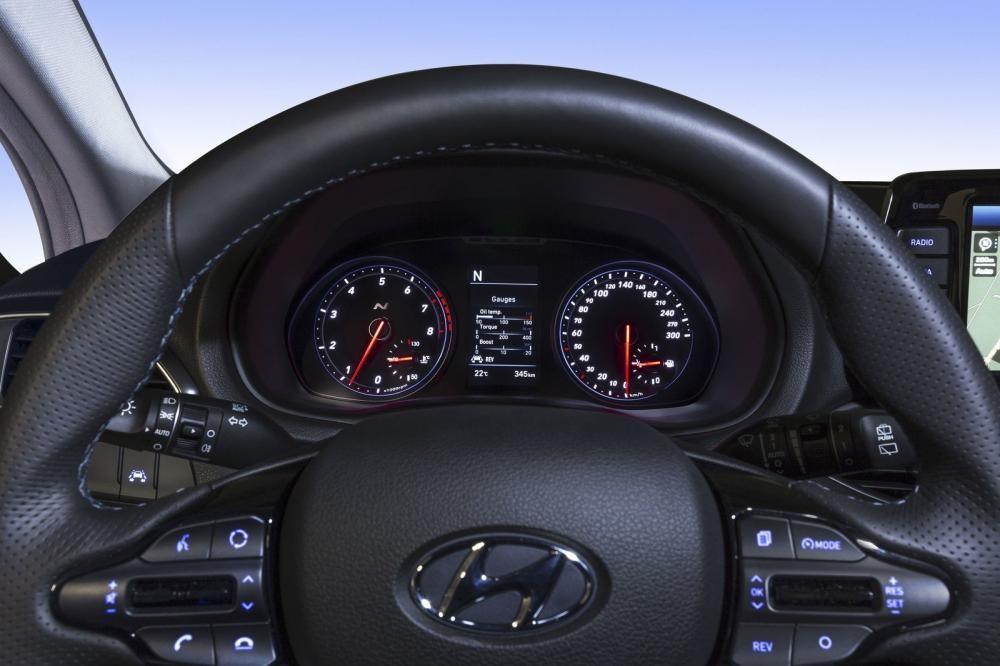 Đánh giá xe Hyundai i30N 2018 về thiết kế nội thất: 3 đồng hồ kỹ thuật số