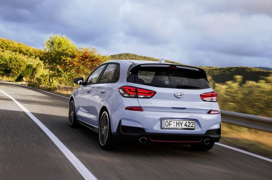 Đánh giá xe Hyundai i30N 2018: Đuôi xe có thiết kế khá ấn tượng và mới mẻ