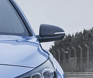 Đánh giá xe Hyundai i30N 2018 về thân xe: Gương chiếu hậu hình cánh và có màu đen khá nổi bật