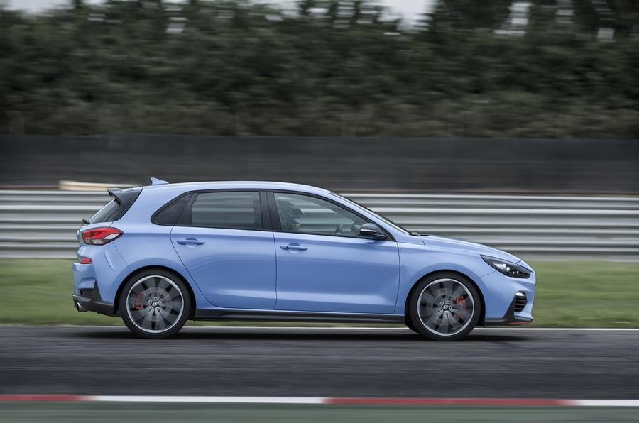 Đánh giá xe Hyundai i30N 2018: Thân xe có thiết kế thon gọn và thanh lịch