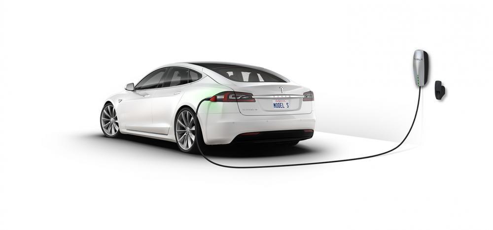 Tesla là hãng đầu tiên sản xuất xe điện
