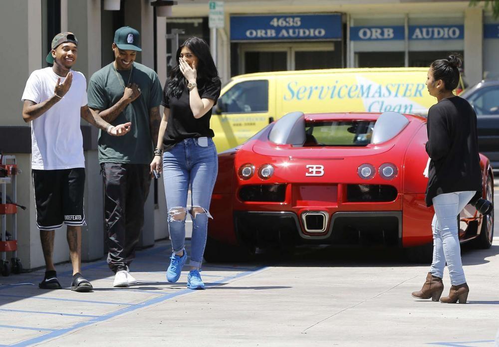 Bộ sưu tập siêu xe của Kylie Jenner - em gái Kim Kardashian 6
